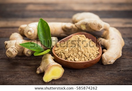 Ginger root and ginger powder in the bowl Foto d'archivio ©