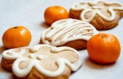 gingerbread cookies and tangerines