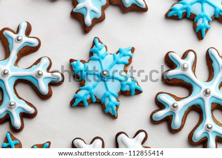Gingerbread cookies decorated with light blue and white
