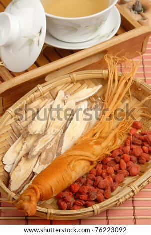 Ginseng?Codonopsitis Radix?Red dry goji berries   in bamboo basketdry