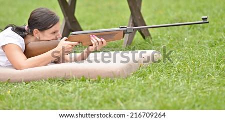 girl aiming a pneumatic rifle