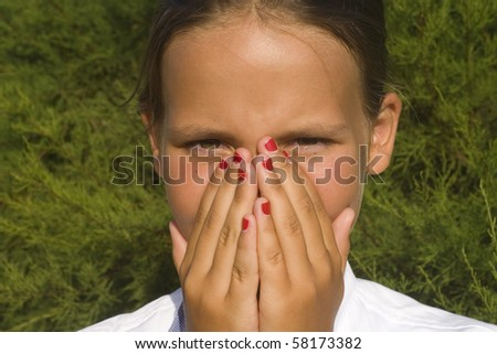 girl close nose and mouth