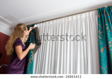 How to hang a curtain from the ceiling
