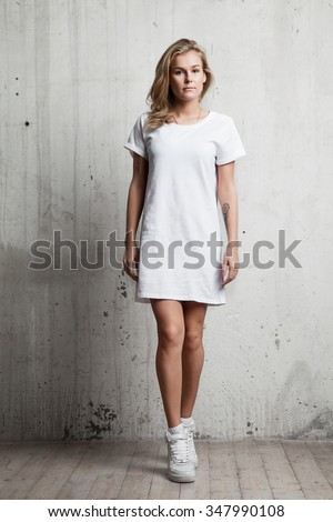 Girl in a white T-shirt against a background of a cement wall Photo stock ©