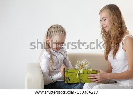 girl open gift