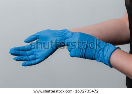 girl puts on protective gloves during the coronavirus epidemic. the use of protective gloves in an epidemic. Kovid-19 coronavirus protection Stok fotoğraf ©