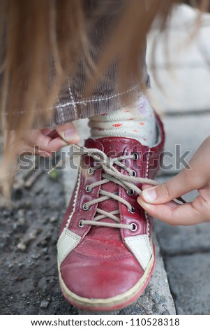 girl successfully ties shoes