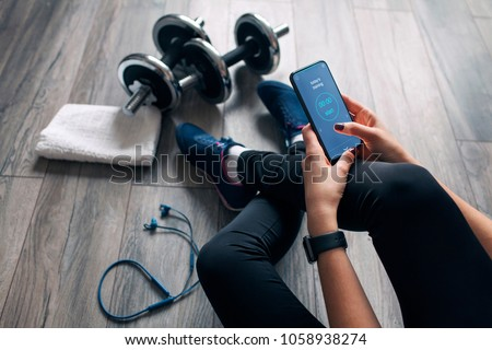 girl uses fitness app