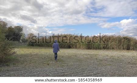 Girl walking in nature view Stok fotoğraf ©