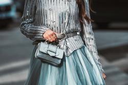Girl wearin a fancy street style outfit - StreetStyleFW2020