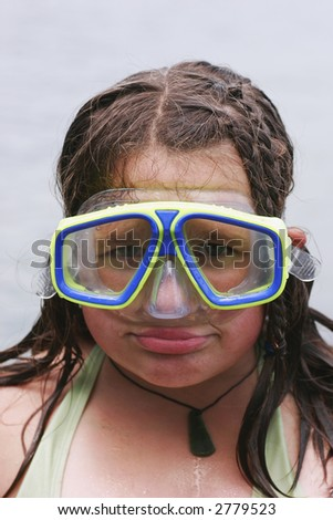 Girl with diving mask on looking like a right plonker.