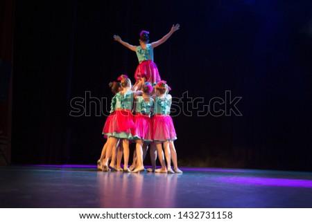 Fotos gratis de Gymnastic pyramid y fotos - Avopix es