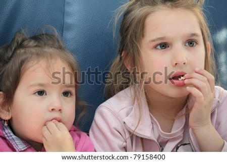 girls eating pop corn