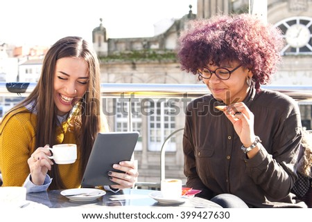girls having coffee with the tablet Foto d'archivio ©
