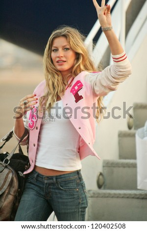 Gisele Bundchen at the arrival of the Victoria's Secret Models via Private Jet to Burbank's Bob Hope Airport, Burbank, CA 11-14-06