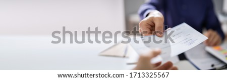 Giving Payroll Bank Paycheck To Employee Banner  Stock foto ©