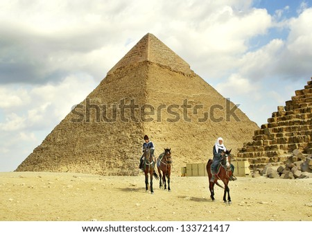 GIZA, EGYPT - JANUARY 15: Waiting for tourists on January 15, 2006 in Giza near Cairo. Tourism is an important item in the Egyptian economy. Giza is UNESCO World Heritage Site #133721417