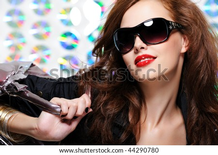 glamour beautiful young woman with fashion sunglasses and handbag