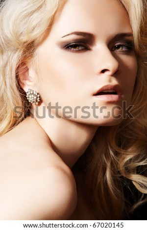 stock photo : Glamour woman model with sexy evening make-up & chic shiny ...