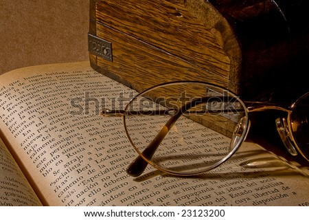 Glasses, book, box, wood, vintage, pages, reading, letters, read, old, warm, intellectual, learning, wisdom, school, institute, studies, studying, education, culture, written, old, oldest, eldest