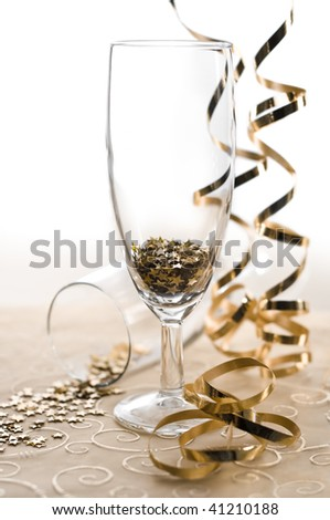 glasses of star shaped confetti with serpentine