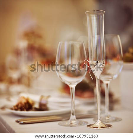Glasses set with drinks and dishes in restaurant