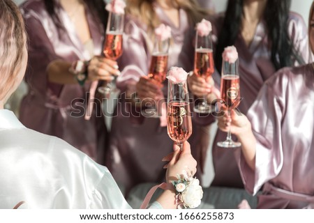 Glasses with pink champagne at a bachelorette party. Foto stock ©