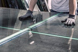 glazier breaking glass on a professional table
