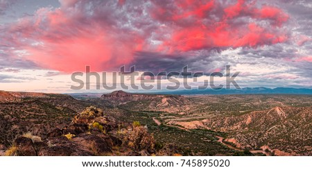 Glorious View Of Rio Grande, Sangre De Cristo And Black Mesa From White Rock Overlook - New Mexico #745895020