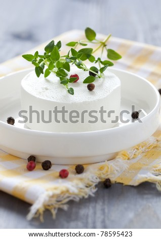 goat cheese with thyme and pepper