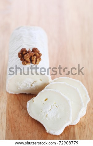 Goat cheese with walnut