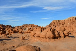 Goblin Valley Utah State Parks. It is formed by strange and unique rock sculptures carved by the wind and the effects of erosion, forming small reddish figures similar to a mushroom