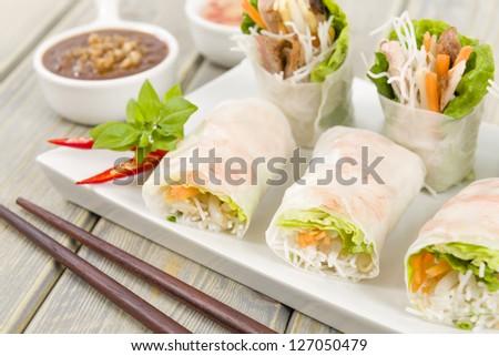 Goi Cuon - Vietnamese fresh summer rolls filled with prawns, pork ...
