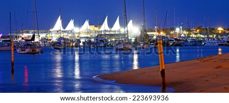GOLD COAST - OCT 10 2014:Marina Mirage Shopping Center.It\'s Queensland\'s finest waterfront shopping and dining resort with award winning restaurants, designer boutiques of world\'s top fashion labels