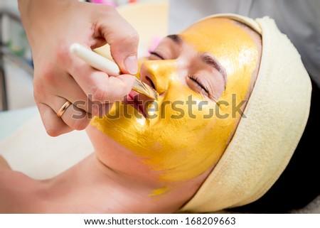 gold facial mask #168209663