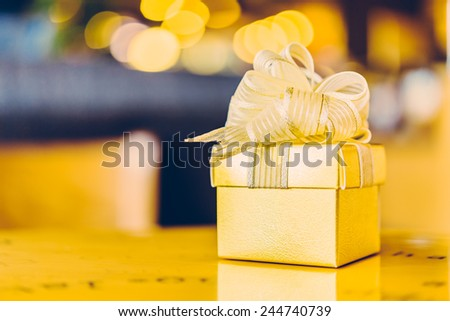 Gold Gift box - Vintage effect style pictures