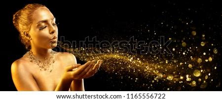 Gold Makeup - Fashion Model Blowing Golden Dust Foto stock ©
