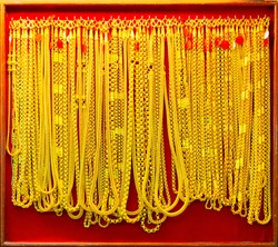 Gold market in Bangkok, Gold select focus Necklaces and rings