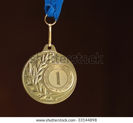gold medal on dark background