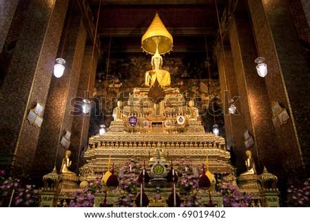 Golden Buddha statue 's in Thailand