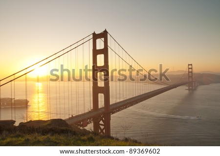Golden Gate bridge at sunrise. San Francisco, USA.
