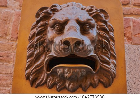 Golden lion head roaring mailbox with vintage style in Toledo #1042773580