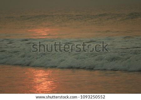 Golden Sea Waves #1093250552