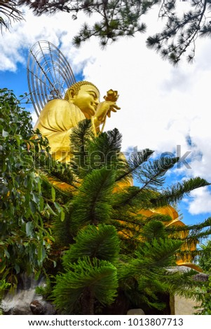 Golden statue of Sakyamuni Buddha at Van Hanh Pagoda in Da Lat, Vietnam. It is 24 m high, 20 m wide, right hand holding a lotus. It was build in 2002 Zdjęcia stock ©