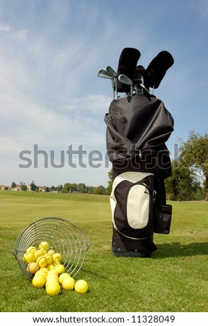 Golf bag with balls NO BRANDS