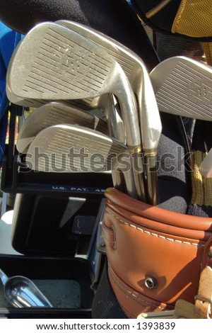 golf club heads stick up in golf bag