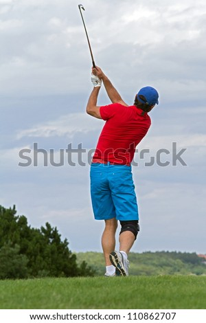 golfer swing at the ball