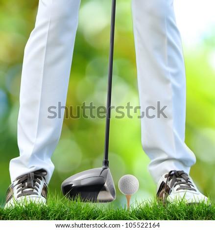golfer tee off