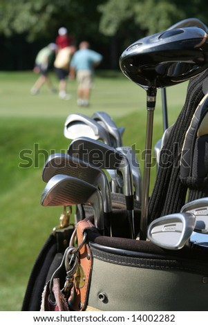 GOLFERS AND GOLFBAG