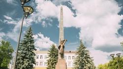 Gomel, Belarus. Monument To Heroes-members Of The Komsomol At Crossroads Of Streets Of Karpovicha And Zharkovskogo In Sunny Winter Day, Hyperlapse